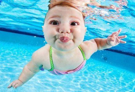 Cách giúp bé làm quen với nước an toàn, nhanh chóng